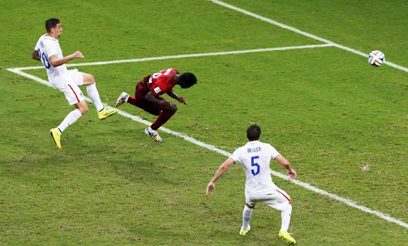 Silvestre Varela (C) scores Portugal's second goal during their 2014 World Cup G soccer match against USA at the Amazonia arena in Manaus on Sunday