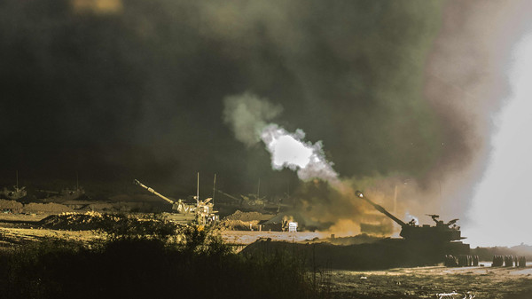 An Israeli artillery gun fires a 155mm shell towards targets in the Gaza Strip from their position near Israel's border with the Gaza Strip on July 30, 2014.