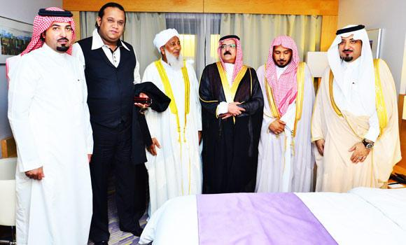 Prince Saud bin Musaed, president of Gammon Group, with Shaikh Mohammed Rafik, chairman of the group, and A.P. Abubacker Musliyar, general secretary of All-India Jameyat Al-Ulema during the iftar party in Jeddah on Sunday. (SPA)