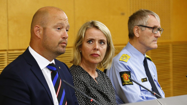 (L-R) Anders Anundsen, Norway's minister of justice and public security, Benedicte Bjoernland, head of the Police Security Service, PST, and Vidar Refvik, head of the police force, hold a news conference in Oslo July 24, 2014.