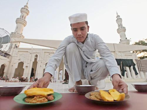 Pakistani Muslims meals for the breaking of the fast at a mosque in Peshawar, Pakistan.