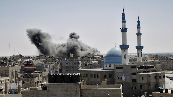Smoke billows from a building hit by an Israeli air strike in the town of Rafah, in the southern Gaza Strip, on July 14, 2014.