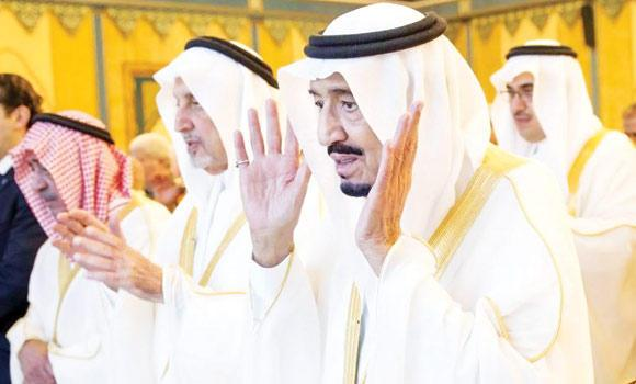 Crown Prince Salman, Education Minister Prince Khaled Al-Faisal and Deputy Crown Prince Muqrin and senior princes and officials were among the prominent dignitaries at the prayers. (SPA)