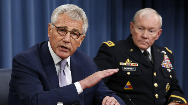 U.S. Secretary of Defense Chuck Hagel (L) speaks next to Chairman of the Joint Chiefs of Staff General Martin Dempsey during a press briefing at the Pentagon in Washington, August 21, 2014.