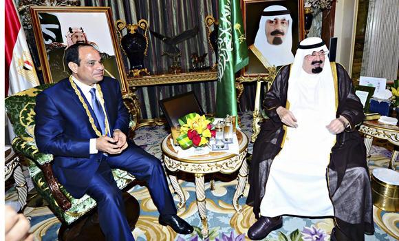 Custodian of the Two Holy Mosques King Abdullah meets with Egypt's President Abdel Fattah El-Sissi in the Saudi Red Sea city of Jeddah on Sunday. (SPA)