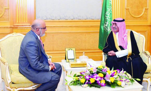 Deputy Crown Prince Muqrin holds talks with Sri Lanka's ambassador to the Kingdom, Mohammed Hussein Mohamed, in Jeddah on Monday. (SPA)