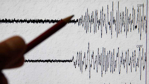 A shallow earthquake of magnitude 5.2 struck northwest of the western Iranian city of Dezful on Sunday.