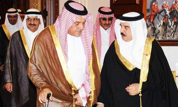 Foreign Minister Prince Saud Al-Faisal with Bahrain's King Hamad bin Isa Al-Khalifa.
