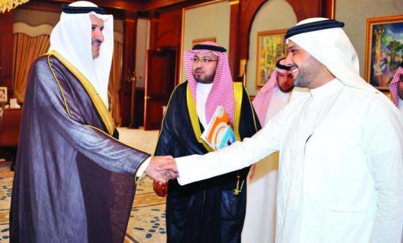 Madinah Gov. Prince Faisal bin Salman receives Muhammed Al-Khatrawi, chairman of Madinah Chamber of Commerce & Industry and Chairman of the chamber's Youth Business Committee Wael Al-Oufi on Tuesday. (SPA)