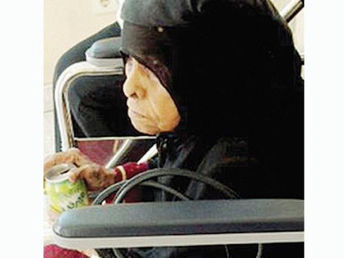 The 92-year-old woman was abandoned Thursday at the gates of the Civil Affairs Office in Jeddah's Safa neighborhood.