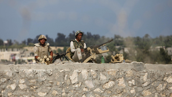 Armed men launched a series of attacks on Sunday on security checkpoints in the North Sinai towns of Sheikh Zuweid and El Arish close to Egypt's border with Israel and the Gaza Strip.