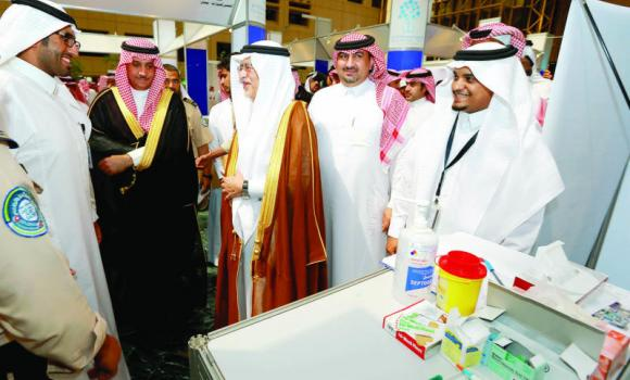 Culture and Information Minister Abdulaziz Khoja, third from left, visits the exhibition organized by King Saud University (KSU).