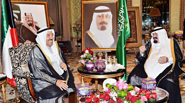 Custodian of the Two Holy Mosques King Abdullah bin Abdulaziz (right) hold talks with visiting Kuwait emir, Sheikh Sabah al-Ahmad al-Sabah. (SPA)