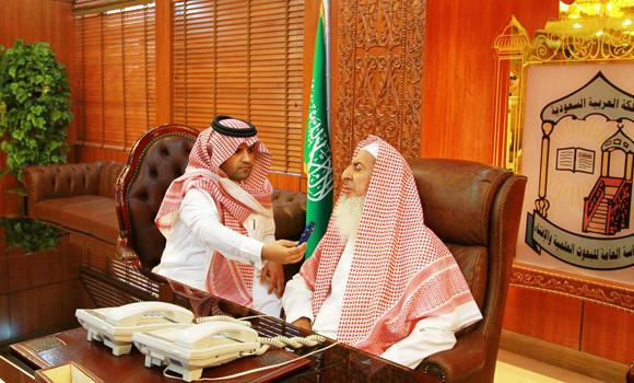 Grand Mufti Sheikh Abdul Aziz Al-Asheikh is shown giving a message to an SPA reporter in this July 2014 file photo. (SPA)