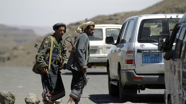 Shi'ite Houthi rebels man a checkpoint in Yareem town of Yemen's central province of Ibb Oct. 22, 2014.
