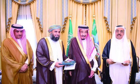 Crown Prince Salman, deputy premier and minister of defense, honored the winners of the Research Prize on the History and Civilization of Arabian Peninsula, in Riyadh on Tuesday. (SPA)