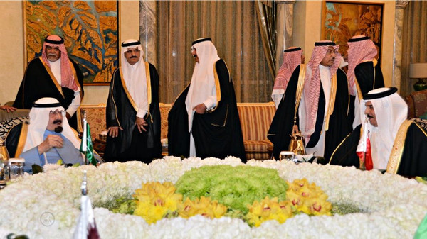 Gulf leaders including the emirs of Kuwait and Qatar arrived in Saudi Arabia to attend a previously unannounced summit aimed at resolving differences with Doha.
