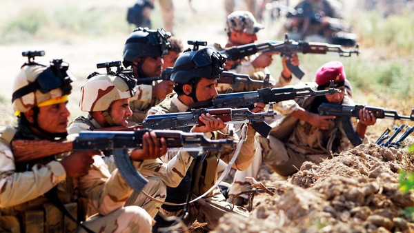 Iraqi Army personnel take part during an intensive security deployment against Islamic State militants in Jurf al-Sakhar October 27, 2014. Picture taken Oct. 27, 2014.