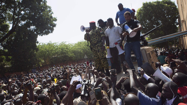 Lieutenant Colonel Yacouba Isaac Zida of Burkina Faso's presidential guard speaks to anti-government protesters in front of army headquarters in Ouagadougou, capital of Burkina Faso, October 31, 2014.