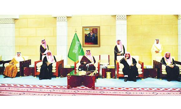 Riyadh Gov. Prince Turki bin Abdullah bin Abdul Aziz meets with members of the Bureau of Investigation and Prosecution.
