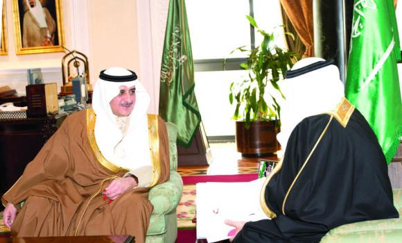 Tabuk Gov. Prince Sultan bin Fahd holds discussions with Mohammed Abdullah Lehaidan, the chairman of the Supreme Committee for the Prince Sultan bin Fahd Award for Scientific Excellence, in Tabuk on Sunday.