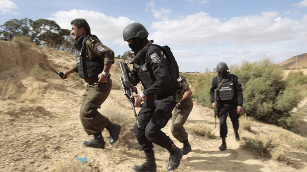 Tunisian police patrol a mountain in Kasserine October 23, 2014.