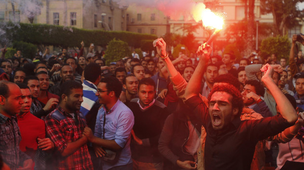 Cairo University students shout slogans against the government at the university's campus in Giza, on the outskirts of Cairo November 30, 2014.