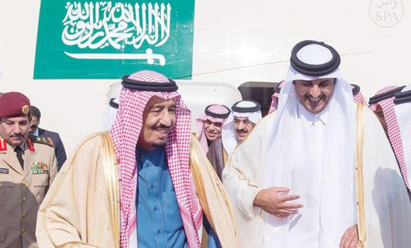 Crown Prince Salman being received by Sheikh Tamim bin Hamad Al-Thani on arrival in Doha. (SPA)