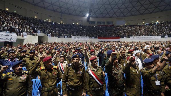 Army and police officers loyal to the Houthi movement shout slogans during a gathering in Sanaa February 1, 2015.