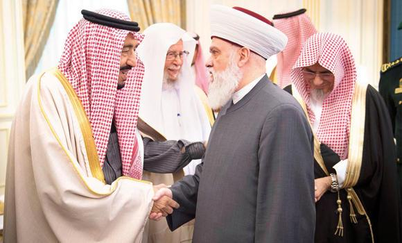 Custodian of the Two Holy Mosques King Salman receives Muslim leaders who came to attend the counterterrorism conference in Makkah. (SPA)