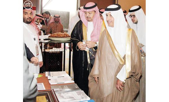 Health Minister Ahmed Al-Khateeb visits an exhibition after opening events of the World Kidney Day in Riyadh on Tuesday. (SPA)