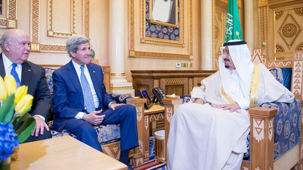 King Salman receives U.S. Secretary of State John Kerry in Riyadh. (SPA)