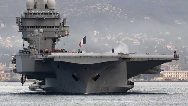 General Martin Dempsey was invited by his French counterparts to get a first-hand look at the Charles De Gaulle aircraft carrier, where French warplanes are taking part in the air war against ISIS.