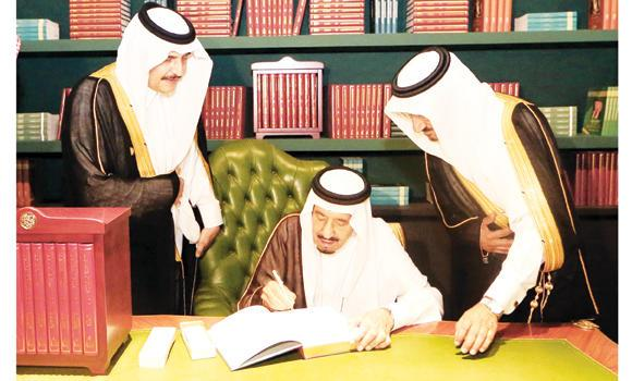 Custodian of the Two Holy Mosques King Salman signs the maiden copy of the biography of King Fahd in Riyadh on Tuesday.