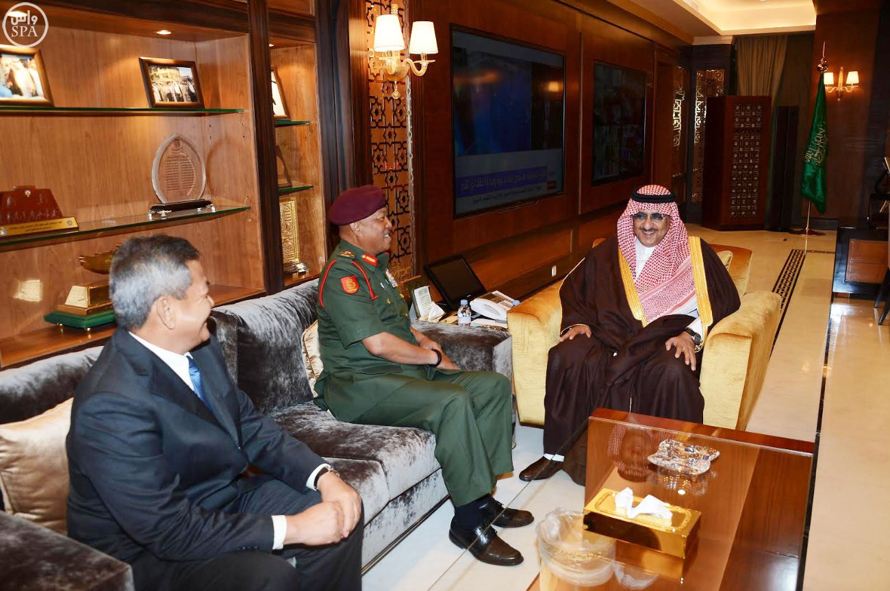Saudi Deputy Crown Prince and Minister of Interior Mohammed bin Naif received the commander of the Malaysian Army in Riyadh.