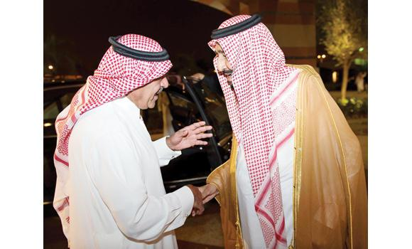 Custodian of the Two Holy Mosques King Salman pays a visit to Prince Muqrin at his residence in Riyadh on Wednesday. (SPA)