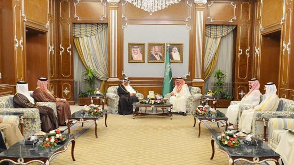 Saudi Crown Prince Mohammed bin Nayef bin Abdulaziz al-Saud met with his Bahraini counterpart Prince Salman bin Hamad al-Khalifa in Riyadh.