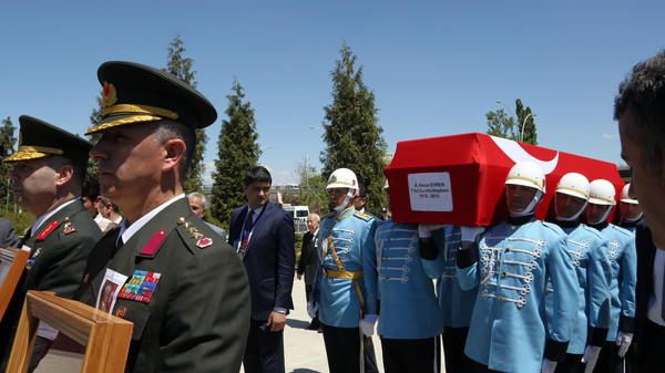 Soldiers carry the coffin of Kenan Evren, the leader of Turkey's 1980 military coup and former president who died aged 97, during a state funeral at Akseki Mosque in Ankara, Turkey, Tuesday May 12, 2015.