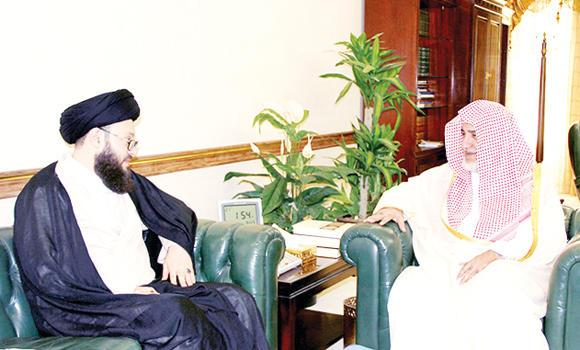 Mohammed Ali Al-Husseini, secretary-general of the Arab Muslim Council based in Lebanon, during his meeting with Islamic Affairs Minister Sheikh Saleh Al-Asheikh.