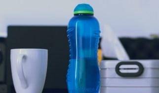Kotak makan, botol air, gelas