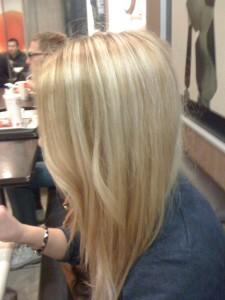 لتجديد اطلالتك طريقة مجربة وسهلة للحصول على شعر اشقر بمكونات طبيعية