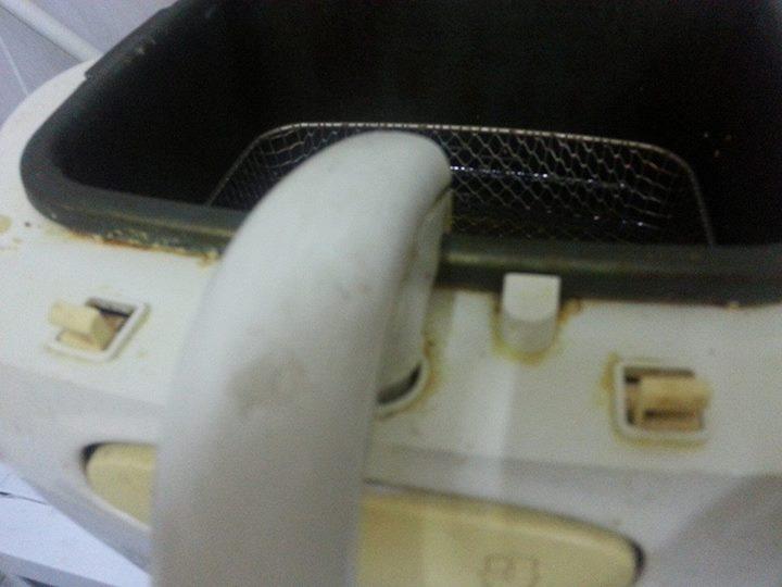تنظيف المقلاة الكهربائية من الزيت