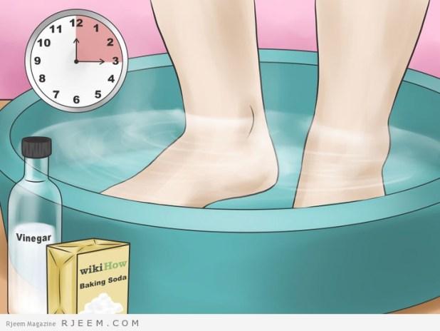 9 طرق لتنعيم وتفتيح القدمين