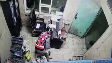 Photo of فيديو: كاميرات المراقبة تُوثق عملية سطو مسلح لخمسة جناة على مصنع شرق الرياض