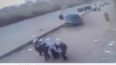 Photo of سرعة جنونية أدت لانحراف السيارة.. شاهد: لحظة دهس متهور لطالبات في مصر