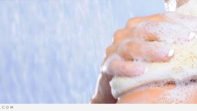 Photo of كيف تستخدمين المرطب بالطريقة الأنجع بعد الاستحمام