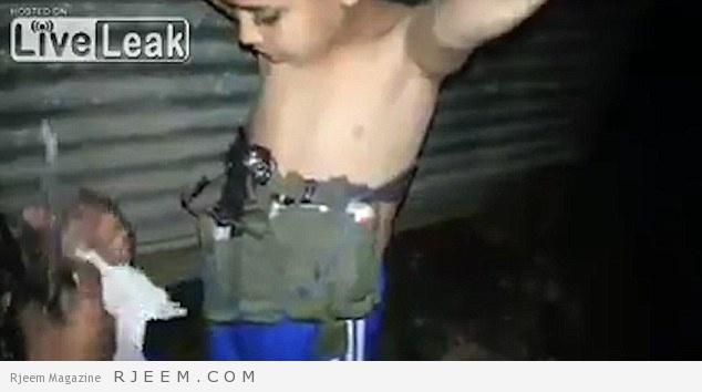 Photo of فيديو: داعش تفخخ طفل بحزام ناسف في العراق!