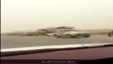 Photo of شاهد: ماذا حدث لبرج كهرباء عملاق على طريق الخرج- الرياض اصطدمت به شاحنة كبيرة؟