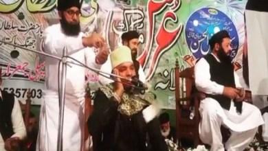 Photo of فيديو: باكستانيون يغرقون شيخاً تنزانياً بالأموال أثناء قراءته القرآن في أحد الأعراس