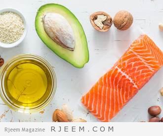 صورة مجموعة من الاغذية التي تحوي الدهون المفيدة للبشرة